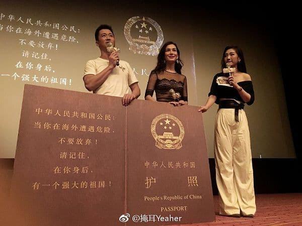 """""""中华人民共和国公民,当你在海外遭遇危险,不要放弃!请记住,在你身后,有一个强大的祖国!"""""""