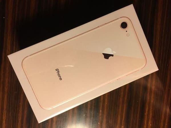 一台全新未拆封的 Apple iPhone 8 64GB金色版手机,型号为A1907的双网通手机