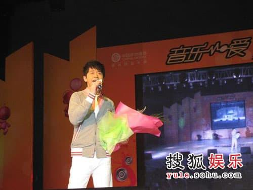 光良在台州学院表演